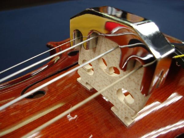 バイオリンと金属製ミュート